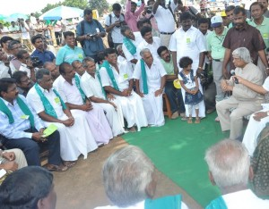 Tamil Nadu Vivasayigal Sangam members - talking to Dr. Kalam at Nandankarai